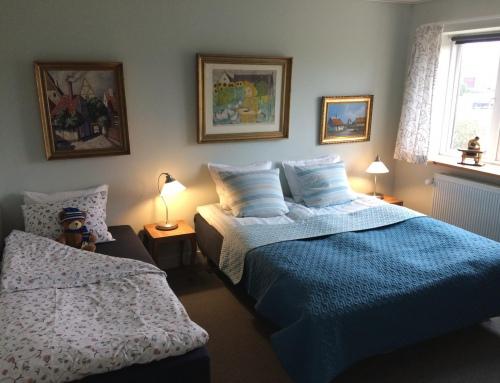 Driepersoonskamers met eigen badkamer en toilet